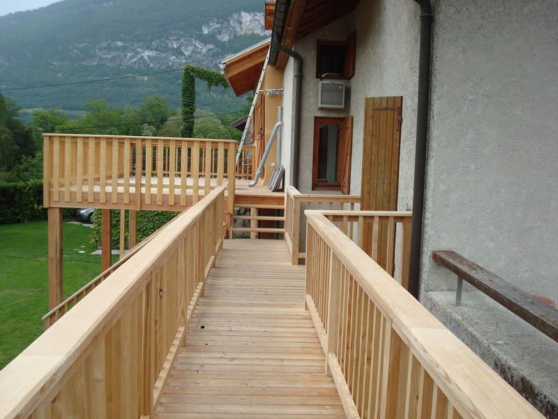 couloir terrasse bois à Chindrieux