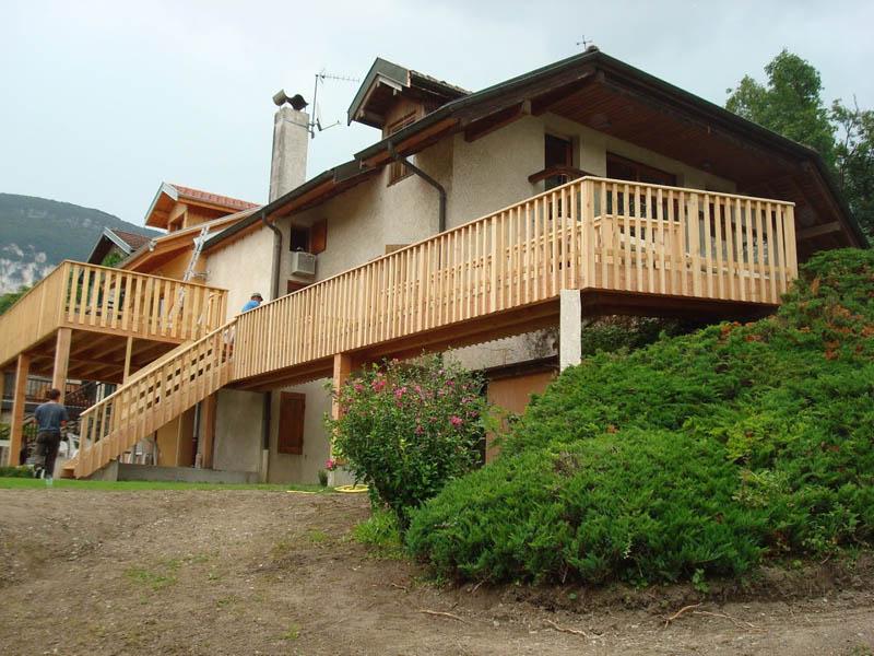 vue extérieure terrasse bois à Chindrieux